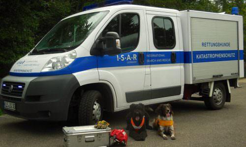 I.S.A.R. Germany: gekennzeichneter Einsatzwagen für den Katastrophenfall